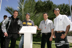 Bernd Schneider, Heinz-Harald Frentzen, Jean Alesi und Emanuele Pirro gedenken Ayrton Senna