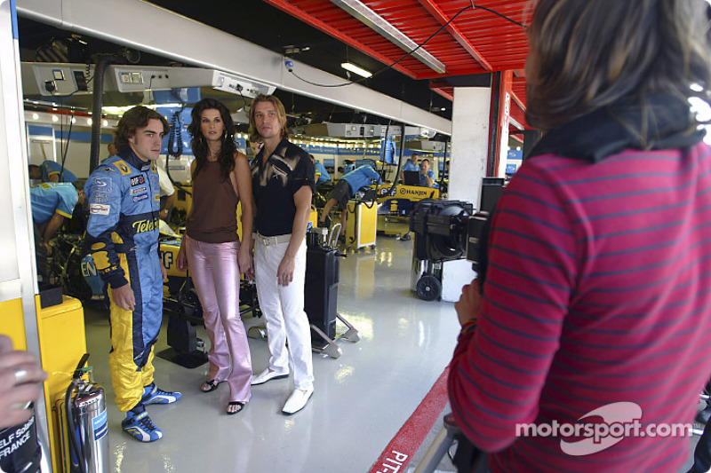 Photoshoot pour le magazine GQ : Fernando Alonso et des top models
