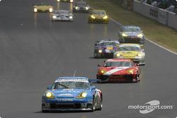 Start: #72 Luc Alphand Aventures Porsche 911 GT3 RS: Luc Alphand, Christian Lavieille, Philippe Almeras