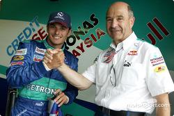 Giancarlo Fisichella y Peter Sauber celebran punto final