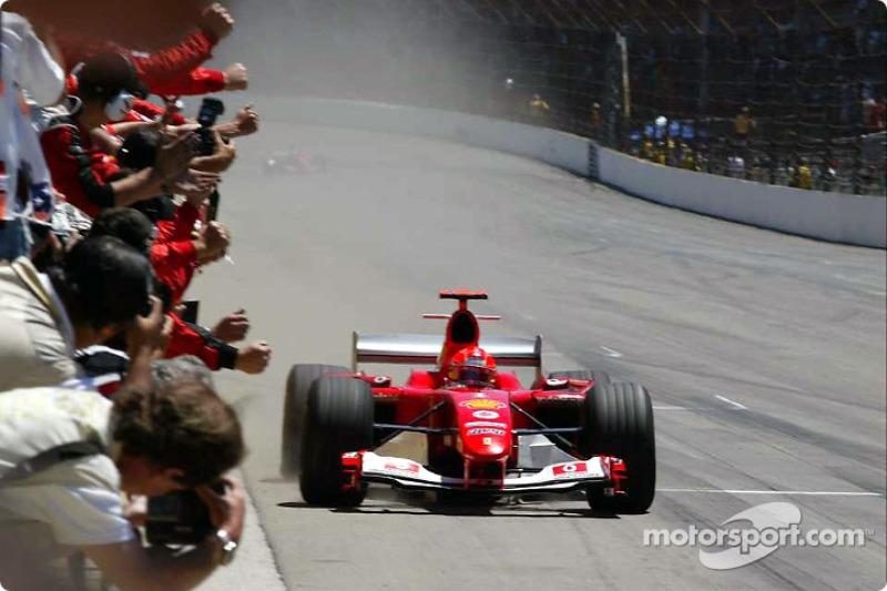 """2004 - Michael Schumacher, Ferrari (<a href=""""http://fr.motorsport.com/f1/photos/main-gallery/?r=19474"""">Galerie</a>)"""