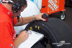 Checking tire wear