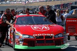 Jeremy Mayfield's crew push the car to the starting grid