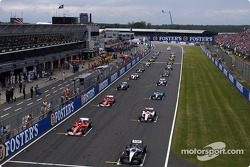 Starting grid: drivers wait for the green