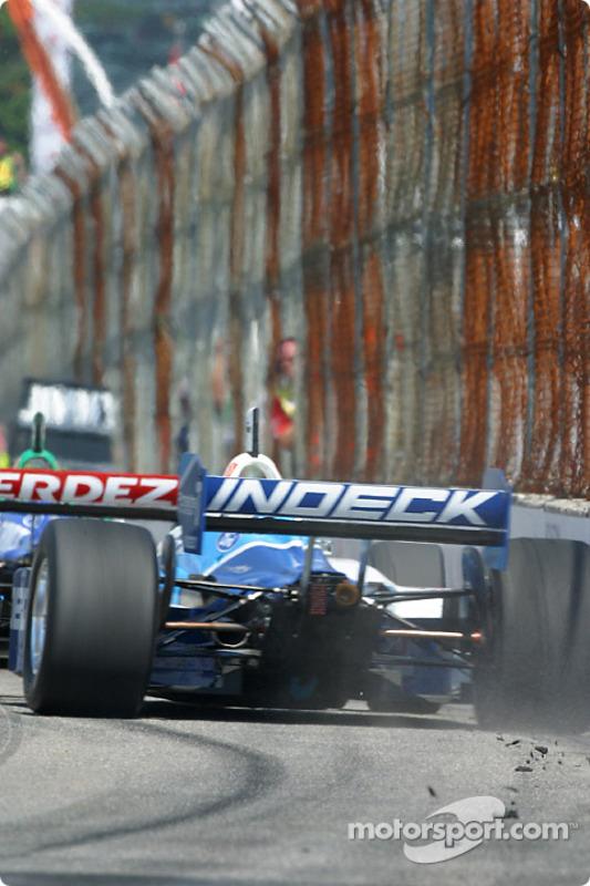 Patrick Carpentier manque de perdre la voiture derrière Ryan Hunter-Reay