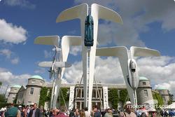 Скульптура Rolls Royce с Фестиваля скорости в Гудвуде