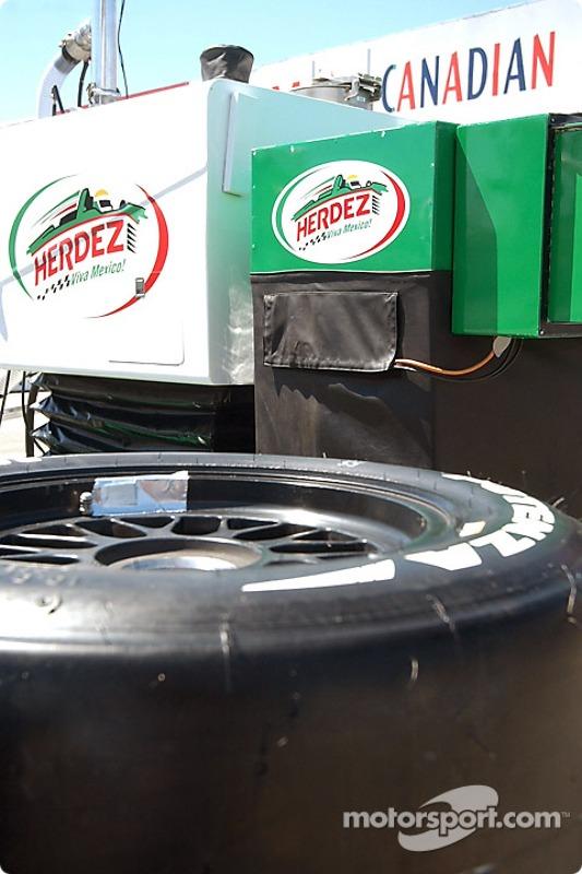 Team Herdez prépare les stands pour le Molson Indy Vancouver