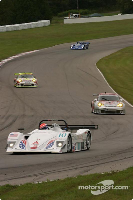 La Lola B2K/40 Nissan n°10 du Miracle Motorsports (John Macaluso, Ian James, James Gue)