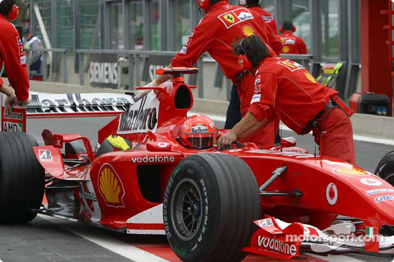 Michael schumacher pushed back to garage at belgian gp for Garage schumacher metz