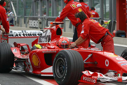 Michael Schumacher pushed back to garage