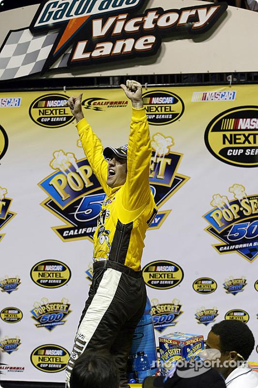 Elliott Sadler fête sa his victoire