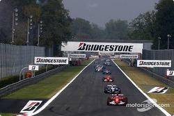 Vuelta de formación: Rubens Barrichello lidera el campo