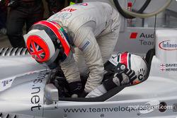 Pitstop for #88 Audi Sport UK Team Veloqx: Jamie Davies, Johnny Herbert