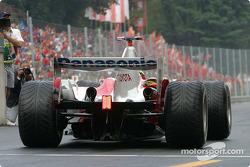 Ricardo Zonta heads to starting grid