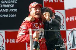 Podium: champagne for Rubens Barrichello and Luca di Montezemelo