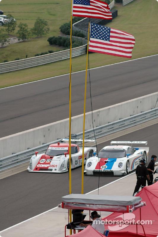 La Lexus Riley n°01 CGR Grand Am : Scott Pruett, Max Papis, et la Porsche Fabcar n°59 Brumos Racing : Hurley Haywood, J.C. France