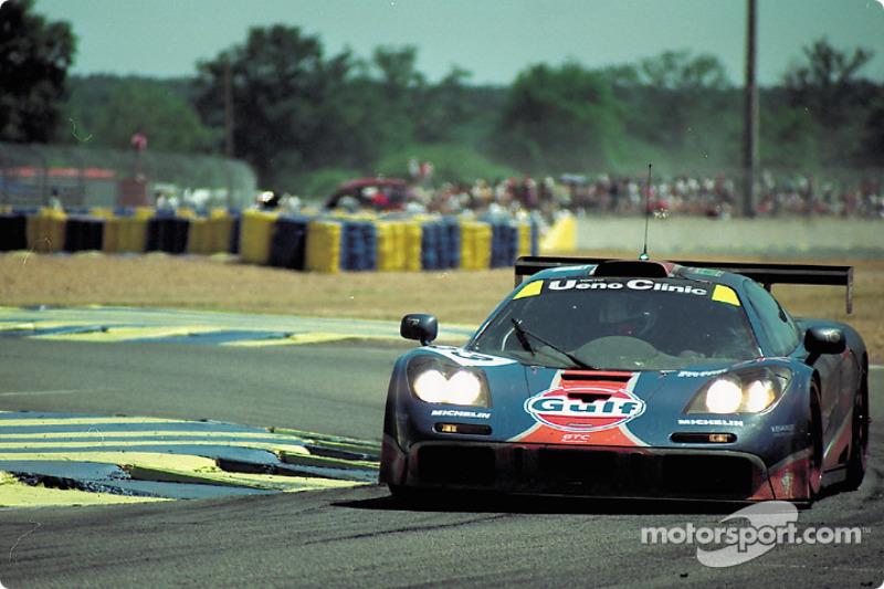 #33 Gulf Racing McLaren F1 GTR: Юрки Ярвилехто, Джеймс Уивер, Рэй Беллм