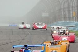Can Am sprint race entre le virage 1 dans le brouillard de Watkins Glen.