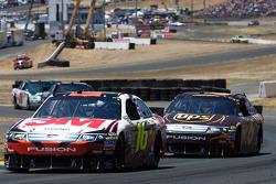 Greg Biffle, Roush Fenway Racing Ford and David Ragan, Roush Fenway Racing Ford