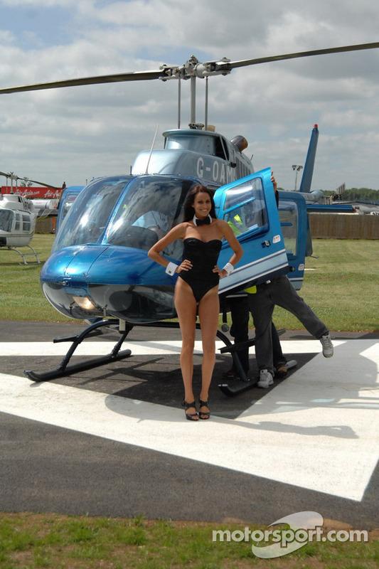 LCR Honda MotoGP Team Playboy-dame in de helikopter