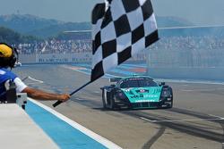 #1 Vitaphone Racing Team Maserati MC12: Michael Bartels, Andrea Bertolini takes the checkered flag