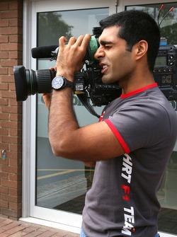 Karun Chandhok, Hispania Racing F1 Team, visit of the Cosworth factory in Northhampton