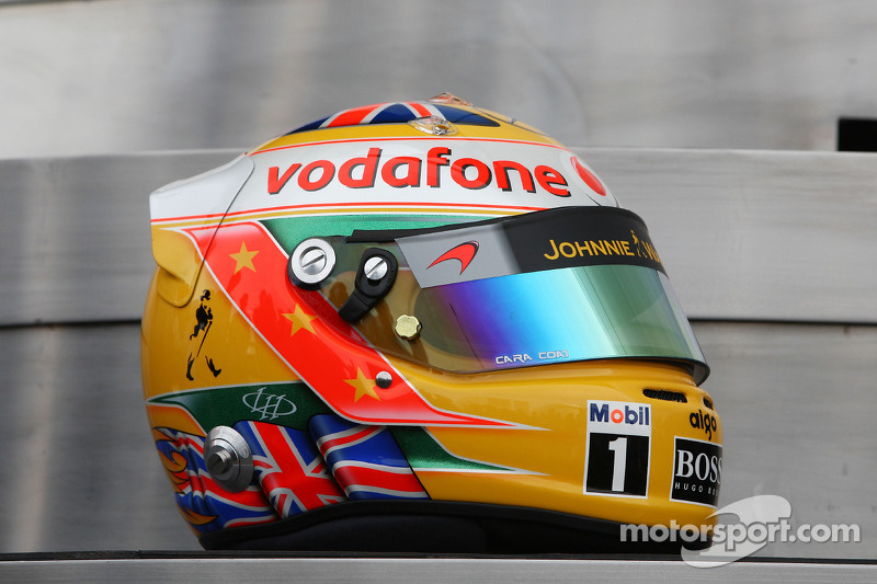 le nouveau casque de lewis hamilton mclaren mercedes grand prix de grande bretagne photos. Black Bedroom Furniture Sets. Home Design Ideas