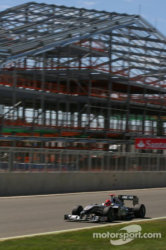 Michael Schumacher, Mercedes GP voor pitgebouw