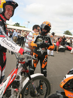 Neil Hodgson wonders what Dougie Lampkin has done with the rest of his bike!