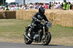 2010 Norton Commando 961: Phil Packer