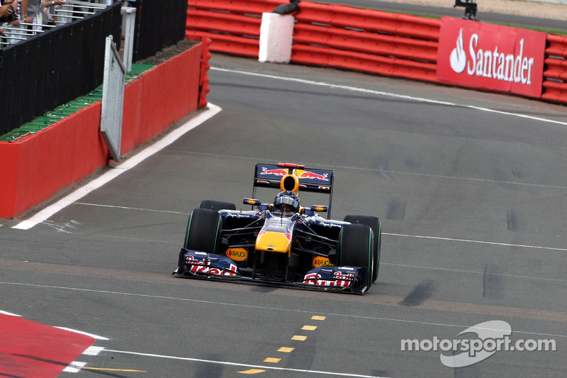 Sebastian Vettel, Red Bull Racing met gebroken voorvleugel