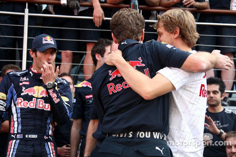 Red Bull Racing team viert zege Mark Webber, Red Bull Racing, Mark Webber, Red Bull Racing, Christian Horner, Red Bull Racing, Sporting Director, Adrian Newey, Red Bull Racing, Technical Operations Director