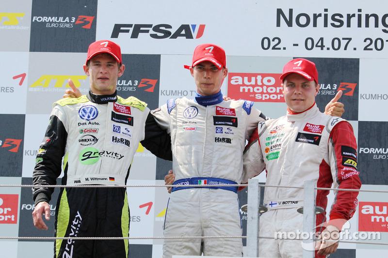 Race winnaar Edoardo Mortara, Signature Dallara F308 Volkswagen, 2de Marco Wittmann, Signature Dalla