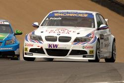 Andy Priaulx rijdt voor Carlos Bueno