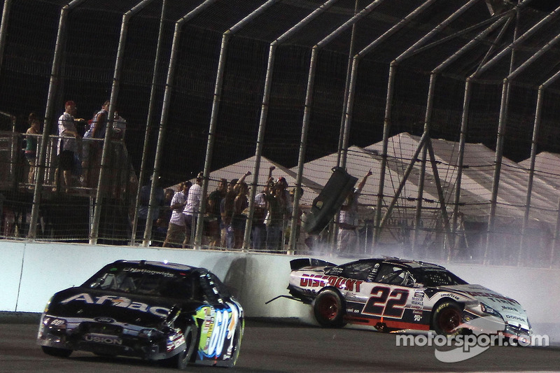 St. Louis 2010: Nationwide-Crash-Finish mit Brad Keselowski