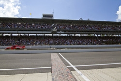Jamie McMurray, Earnhardt Ganassi Racing Chevrolet takes the checkered flag