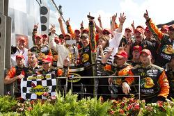 Victory lane: race winner Jamie McMurray, Earnhardt Ganassi Racing Chevrolet celebrates with his team
