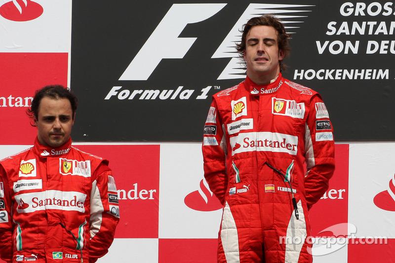 Podium: race winnaar Fernando Alonso, Scuderia Ferrari, 2de Felipe Massa, Scuderia Ferrari