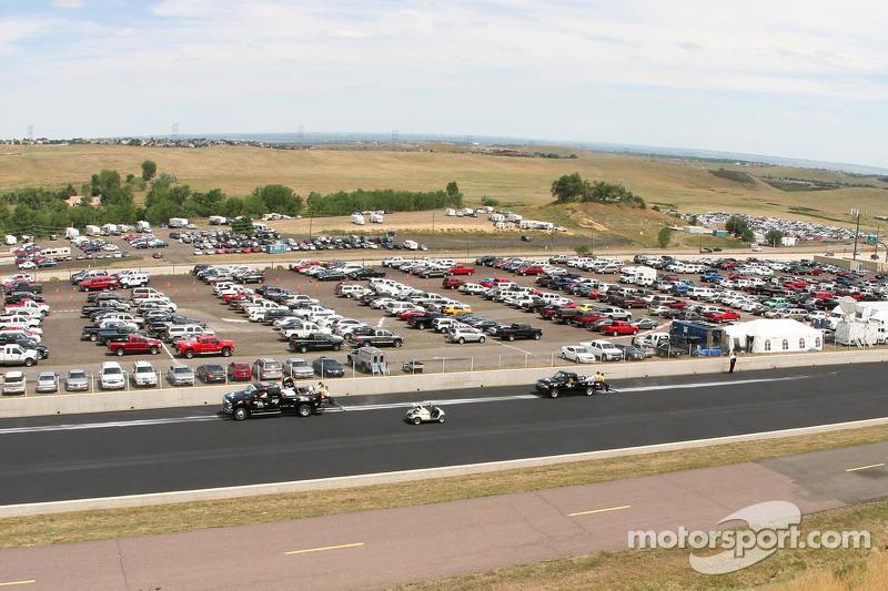 Teams ruimen de olie op, Benimere Speedway, Morrision, Colorado