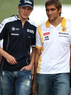 Nico Hulkenberg, Williams F1 Team and Vitaly Petrov, Renault F1 Team