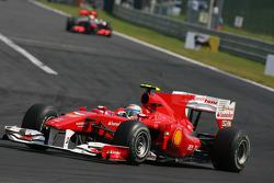 Fernando Alonso, Scuderia Ferrari rijdt voor Lewis Hamilton, McLaren Mercedes