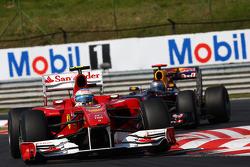 Fernando Alonso, Scuderia Ferrari rijdt voor Sebastian Vettel, Red Bull Racing