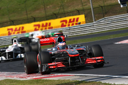 Jenson Button, McLaren Mercedes leads Kamui Kobayashi, BMW Sauber F1 Team
