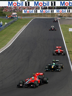 Lucas di Grassi, Virgin Racing leads Heikki Kovalainen, Lotus F1 Team