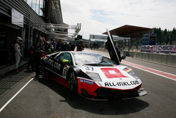 Pit stop for #37 All-Inkl.com Münnich Motorsport Lamborghini Murcielago R: Marc Basseng, Christophe Bouchut