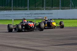 Felipe Nasr defends from Jean-Eric Vergne