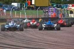F3 auto's in een drukke start