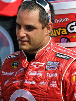 Victory lane: race winner Juan Pablo Montoya, Earnhardt Ganassi Racing Chevrolet