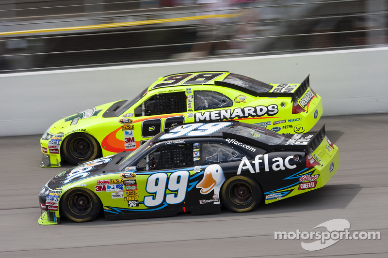 Carl Edwards, Roush Fenway Racing Ford, Paul Menard, Richard Petty Motorsports Ford