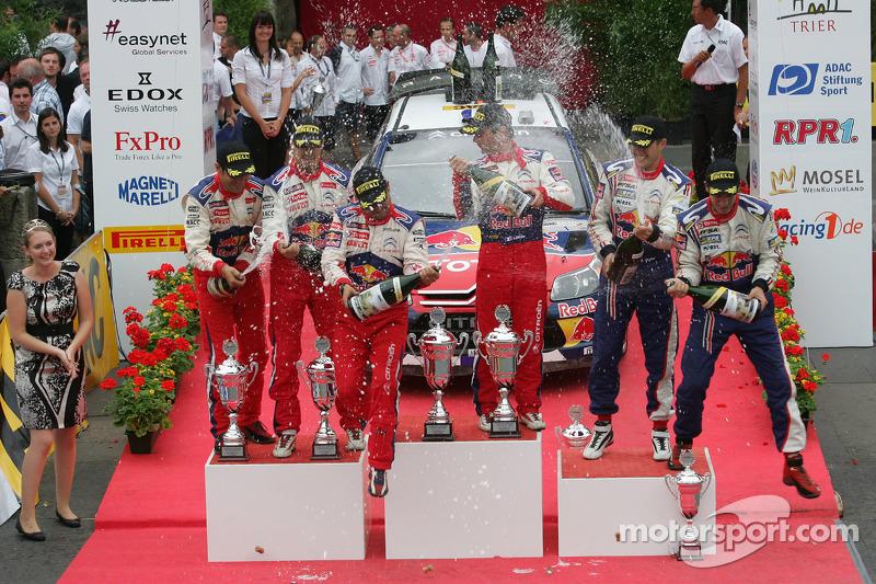 Podium: winnaars Sébastien Loeb en Daniel Elena, Citroën C4, Citroën Total World Rally Team, 2de Dan